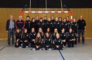 Neue Trainingsanzüge für erste und zweite Handballdamen